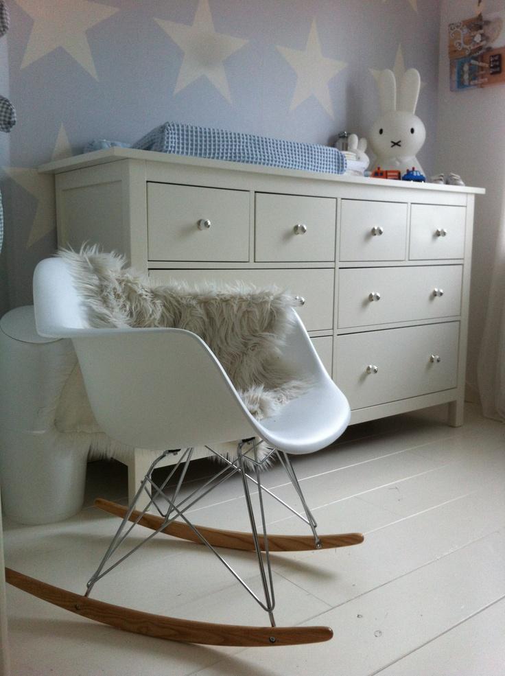Charles RAR schommelstoel op babykamer