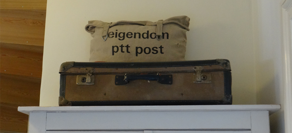 koffer en postzak kast