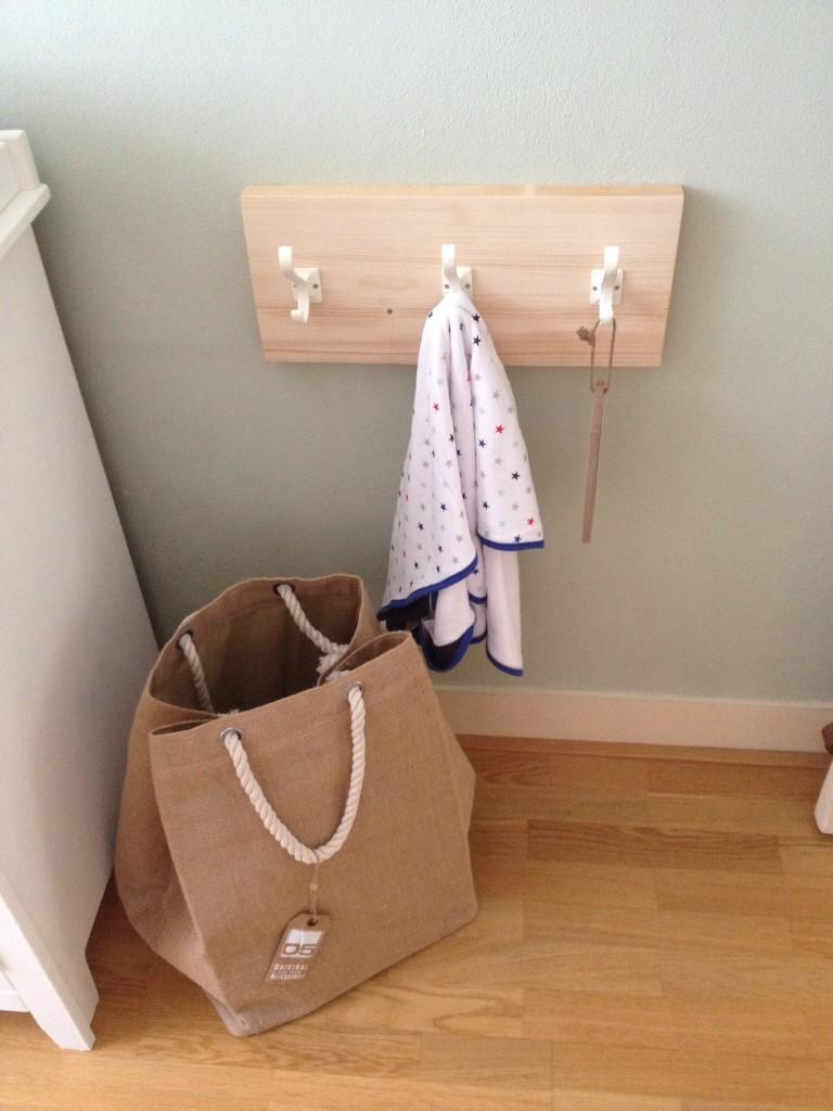 Kapstok plank babykamer: op het spiegelgedeeltje schilderen wij ...