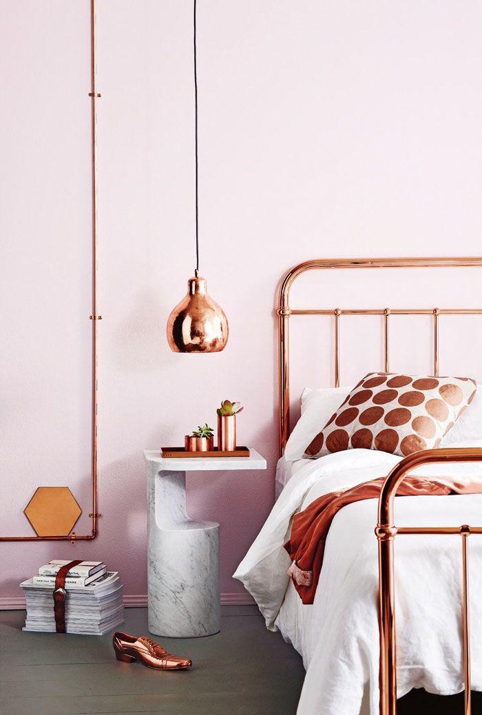 bed en lamp koper