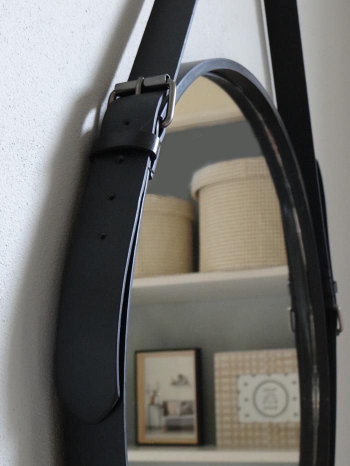Diy spiegel met leren riem livelovehomenl for Spiegel voor in de wc