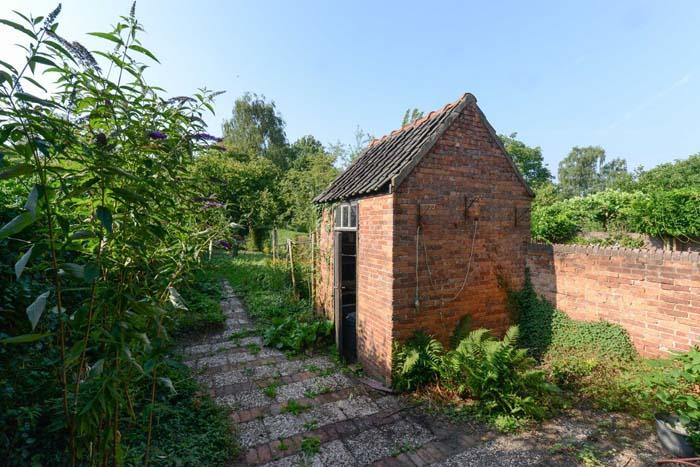 schuurtje in de tuin
