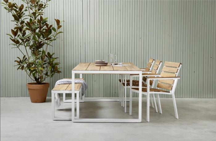 houten eettafel met stalen frame