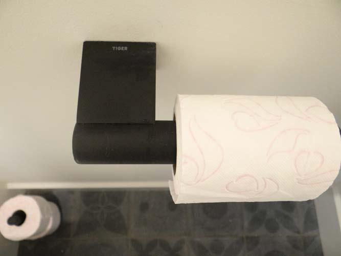 Toilet Accessoires Zwart : Toilet accessoires maken de sfeer compleet livelovehome