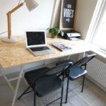Werkkamer inrichten – DIY Bureau & Klapstoelen