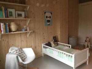 Wanden Van Steigerhout : Winkelinrichting met steigerhouten meubelen by fØrn