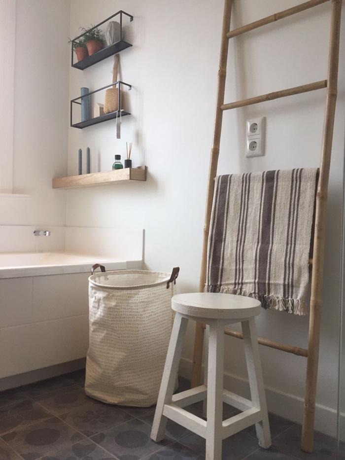 badkamer met wood wandplanken