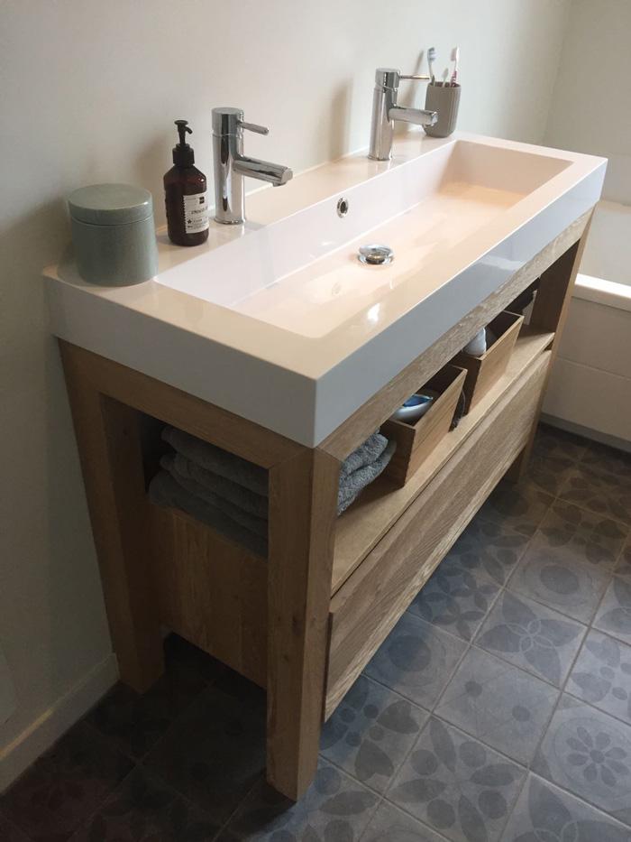 eikenhouten wasbak badkamer