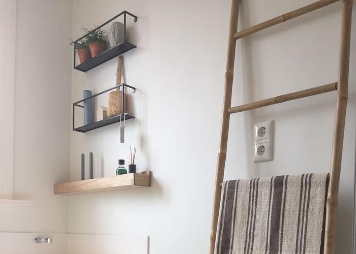 WOOOD Meert wandplank in de badkamer - LiveLoveHome