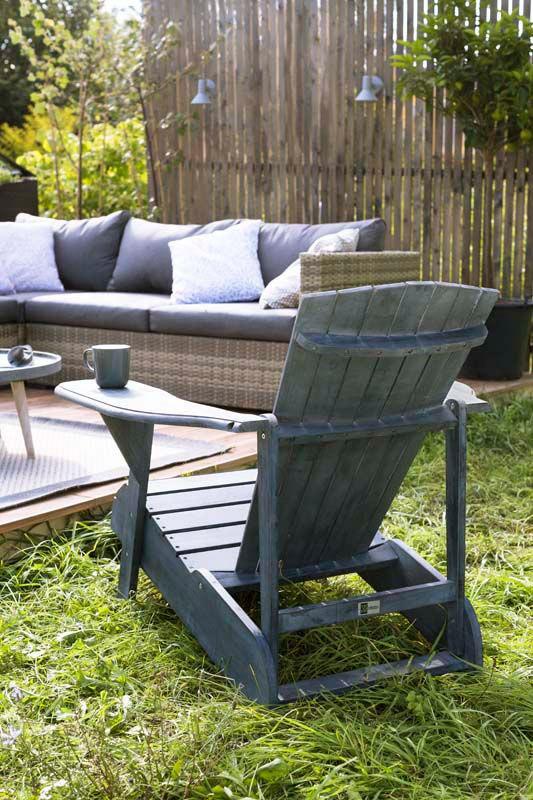 blauwe houten stoel