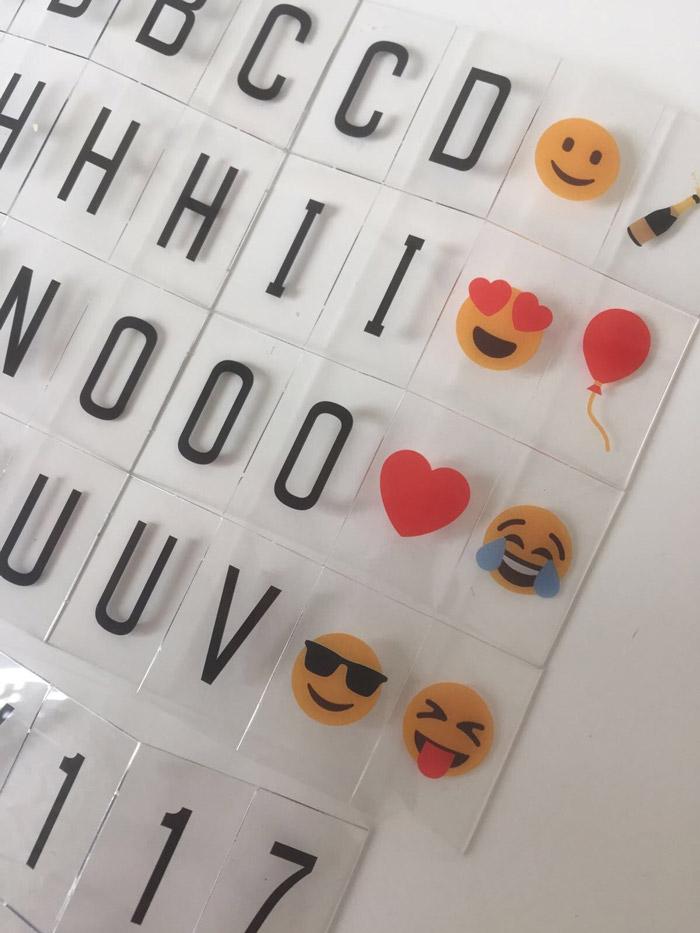 lightbox emoticons