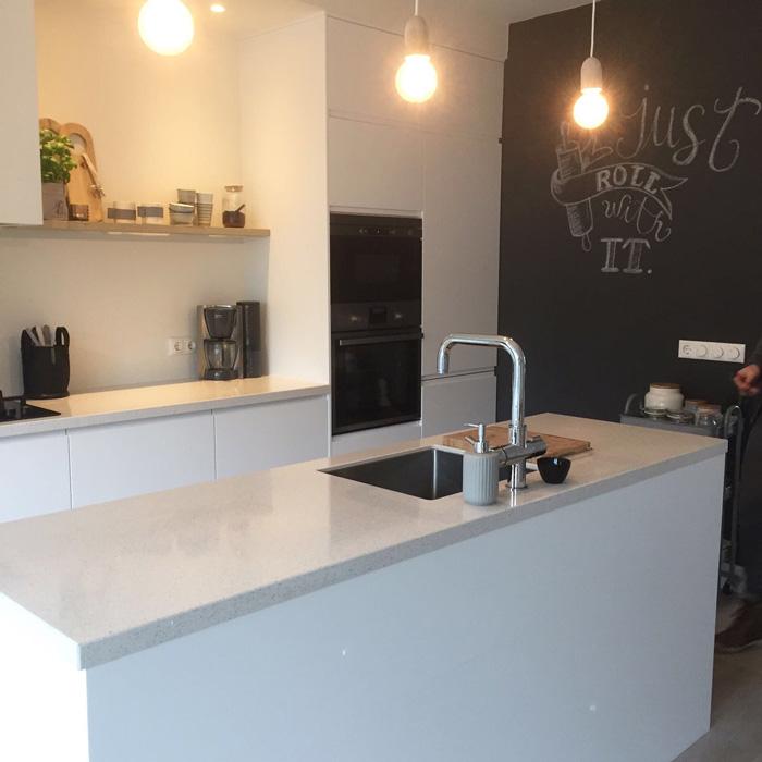 keuken met krijtbordwand