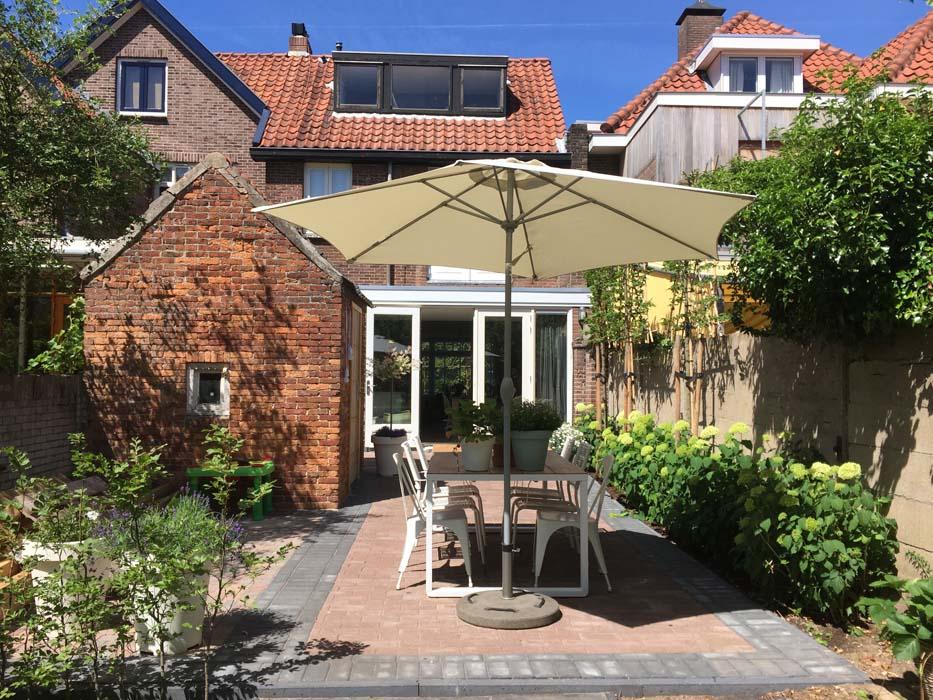 terras parasol achtertuin