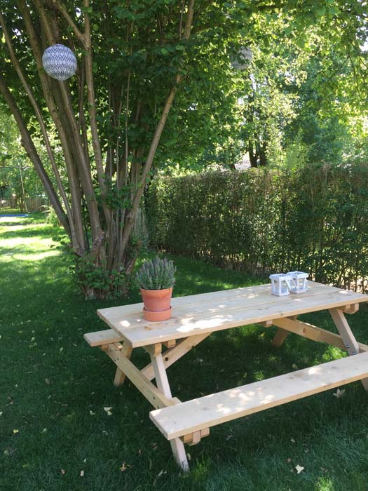 picknicktafel in de tuin