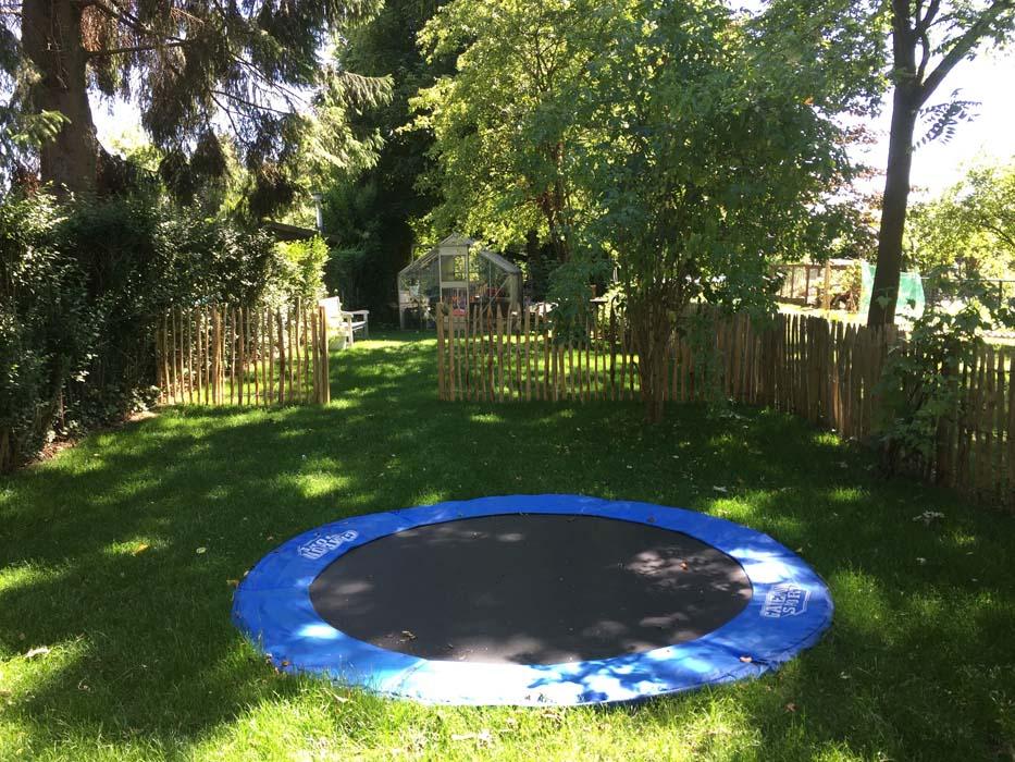 trampoline ingegraven achtertuin