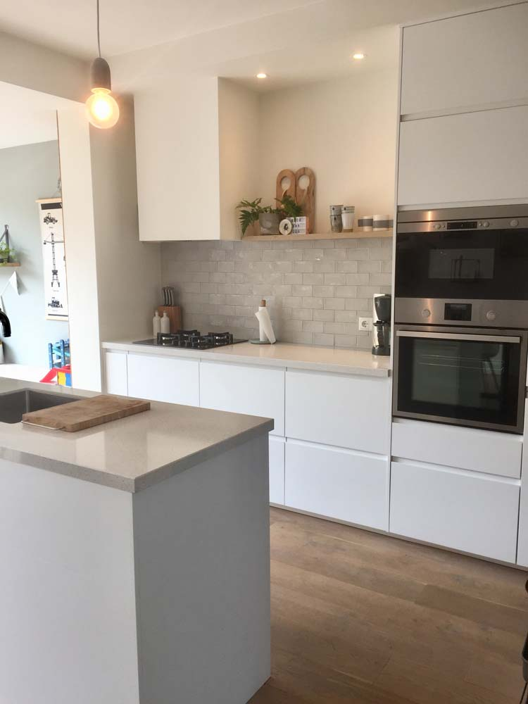 grijze tegels in de keuken