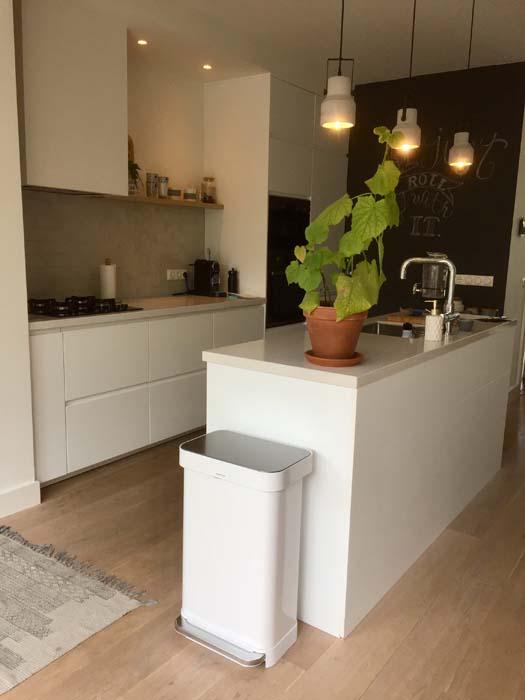 witte keuken pedaalemmer