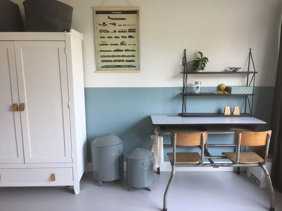 lambrisering witte kast bureau