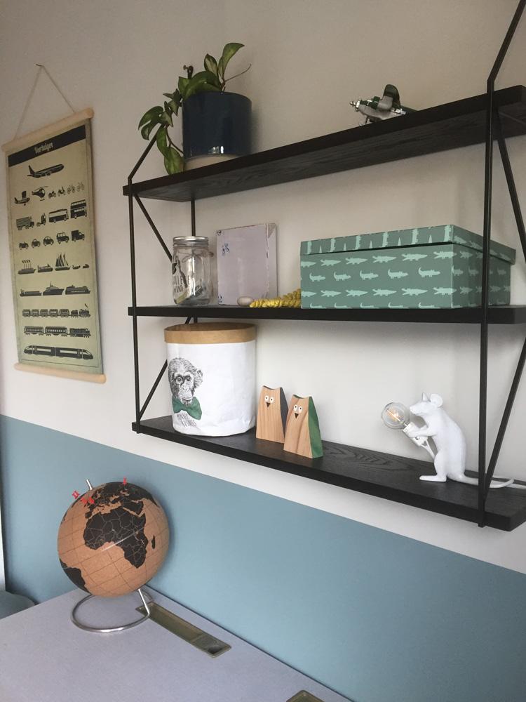 bureau vintage met wandmeubel